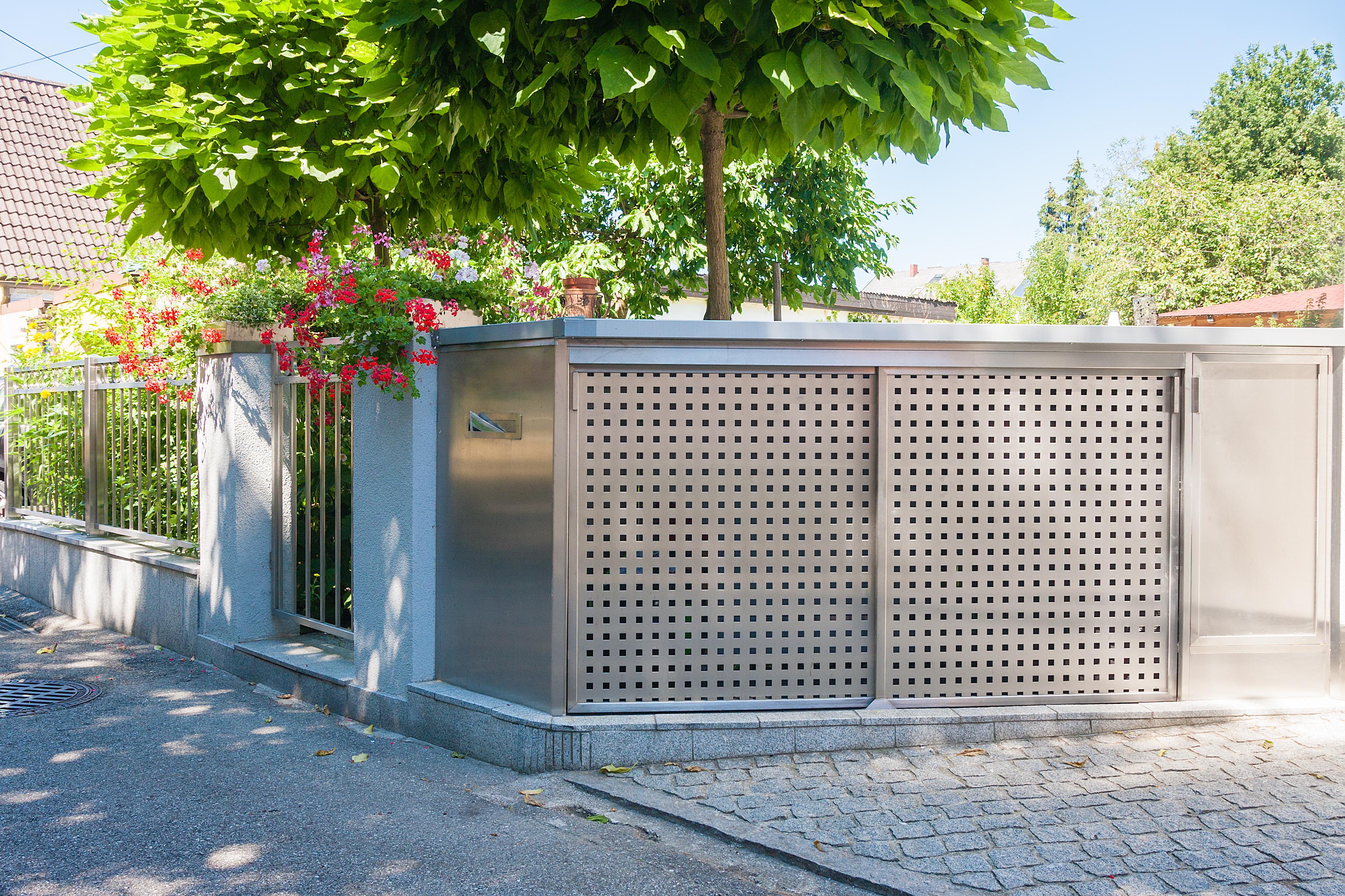 Geländer / Mülleinhausung